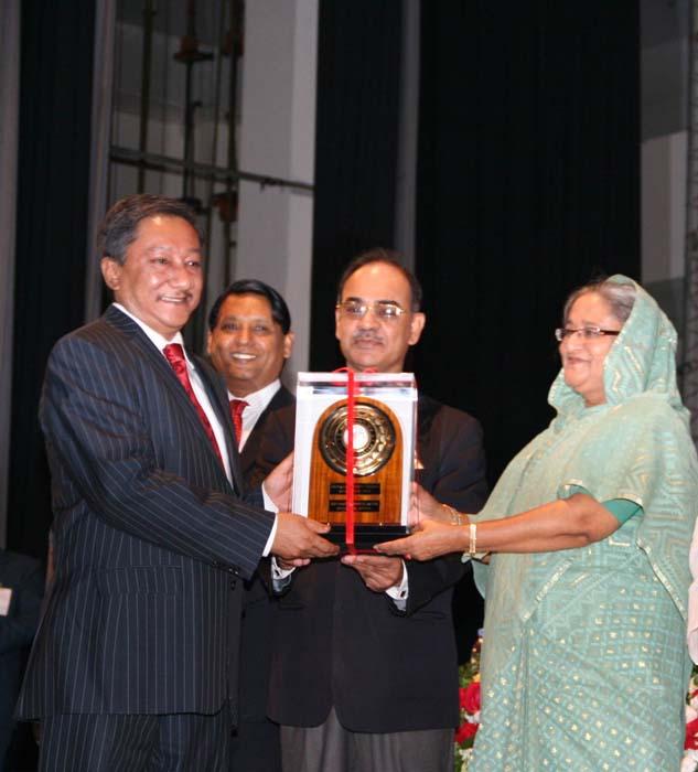Shinepukur Ceramics receives 'National Export Trophy'